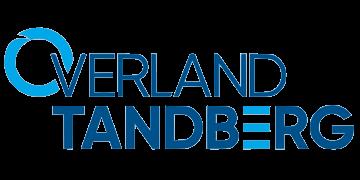 Alstor SDS logo firmy Overland Tandberg w kolorze niebieskim. Litera O to błękitny okrąg a litera E ma kształt trzech błękitnych kresek
